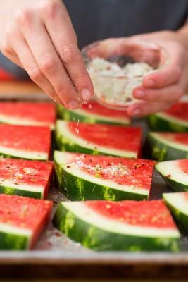 هندوانه کبابی همراه با ماست یونانی